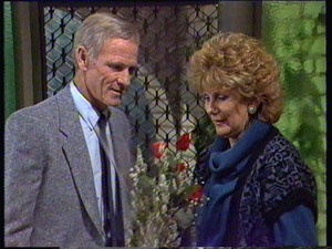 Ray Murphy, Madge Mitchell in Neighbours Episode 0373