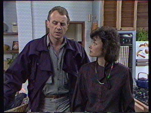 Jim Robinson, Ruth Wilson in Neighbours Episode 0374