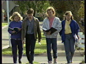 Jane Harris, Mike Young, Scott Robinson, Nikki Dennison in Neighbours Episode 0374