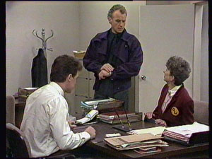 Paul Robinson, Jim Robinson, Nell Mangel in Neighbours Episode 0375