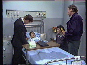 Paul Robinson, Lucy Robinson, Ruth Wilson, Jim Robinson in Neighbours Episode 0375
