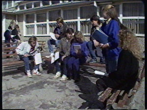 Scott Robinson, Mike Young, Jane Harris, Ray Murphy, Nikki Dennison, Charlene Mitchell in Neighbours Episode 0375