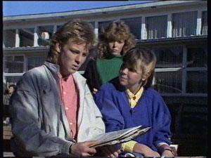 Scott Robinson, Charlene Mitchell, Nikki Dennison in Neighbours Episode 0375
