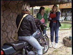 Jane Harris, Nikki Dennison, Shane Ramsay in Neighbours Episode 0378