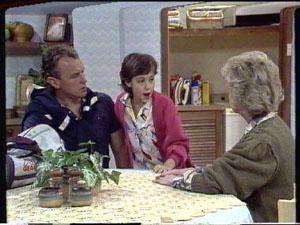 Jim Robinson, Lucy Robinson, Helen Daniels in Neighbours Episode 0387