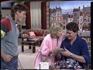 Mike Young, Daphne Clarke, Des Clarke in Neighbours Episode 0388