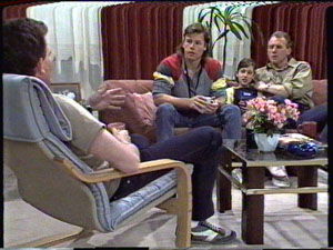 Des Clarke, Mike Young, Lucy Robinson, Jim Robinson in Neighbours Episode 0389