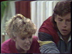Charlene Mitchell, Mike Young in Neighbours Episode 0389