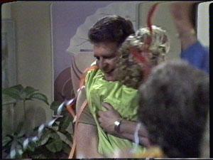 Des Clarke, Daphne Clarke in Neighbours Episode 0390