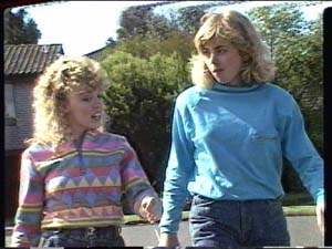Jane Harris, Charlene Mitchell in Neighbours Episode 0391