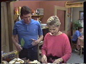 Des Clarke, Daphne Clarke in Neighbours Episode 0391