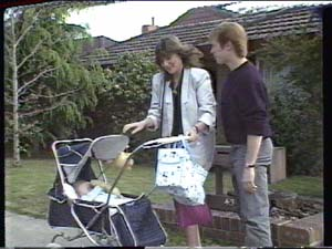 Sam Cole, Susan Cole, Clive Gibbons in Neighbours Episode 0391