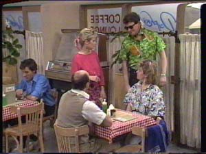 Daphne Clarke, Des Clarke in Neighbours Episode 0392