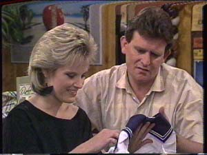 Daphne Clarke, Des Clarke in Neighbours Episode 0394