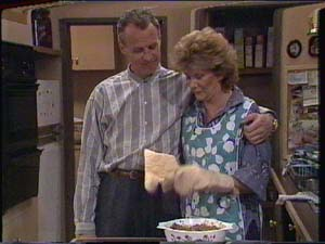 Jim Robinson, Madge Bishop in Neighbours Episode 0394