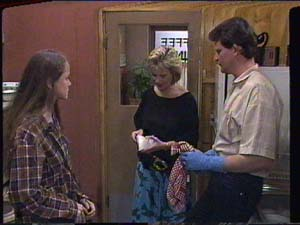 Kelly Morgan, Daphne Clarke, Des Clarke in Neighbours Episode 0394