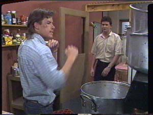 Mike Young, Des Clarke in Neighbours Episode 0395