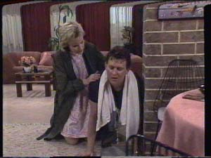 Daphne Clarke, Des Clarke in Neighbours Episode 0395
