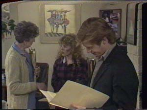 Nell Mangel, Charlene Mitchell, Clive Gibbons in Neighbours Episode 0395