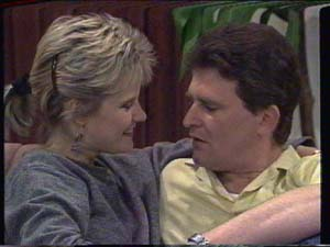 Des Clarke, Daphne Clarke in Neighbours Episode 0395