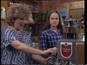 Madge Mitchell, Kelly Morgan in Neighbours Episode 0396