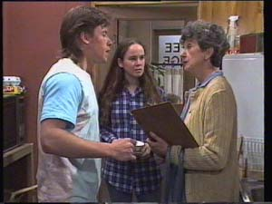 Mike Young, Kelly Morgan, Nell Mangel in Neighbours Episode 0396