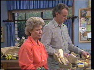 Jim Robinson, Helen Daniels in Neighbours Episode 0397
