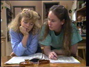 Charlene Mitchell, Kelly Morgan in Neighbours Episode 0397