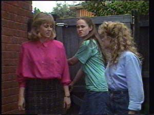 Jane Harris, Kelly Morgan, Charlene Mitchell in Neighbours Episode 0397