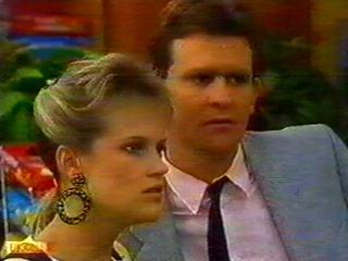 Daphne Clarke, Des Clarke in Neighbours Episode 0516