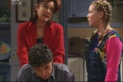 Lyn Scully, Joe Scully, Michelle Scully in Neighbours Episode 3819