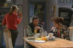 Steph Scully, Joe Scully, Lyn Scully in Neighbours Episode 3846