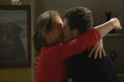 Steph Scully, Larry Woodhouse (Woody) in Neighbours Episode 3846