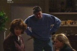 Lyn Scully, Joe Scully, Michelle Scully in Neighbours Episode 3849