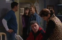 Larry Woodhouse (Woody), Libby Kennedy, Steph Scully, Joe Scully, Lyn Scully in Neighbours Episode 3852
