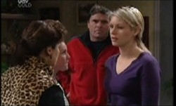 Lyn Scully, Michelle Scully, Joe Scully, Tess Bell in Neighbours Episode 3854