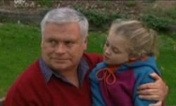 Lou Carpenter, Louise Carpenter (Lolly) in Neighbours Episode 3862