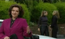 Lyn Scully, Felicity Scully, Steph Scully in Neighbours Episode 3864