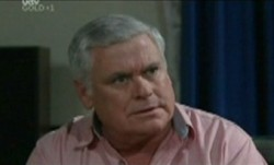 Lou Carpenter in Neighbours Episode 3865
