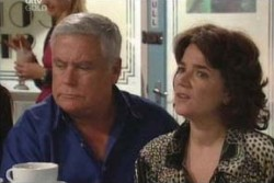 Lou Carpenter, Lyn Scully in Neighbours Episode 3866
