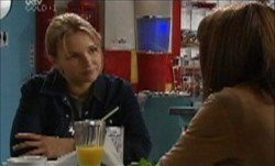 Steph Scully, Libby Kennedy in Neighbours Episode 3870