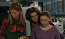 Lyn Scully, Felicity Scully, Michelle Scully in Neighbours Episode 3892