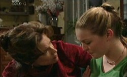 Lyn Scully, Michelle Scully in Neighbours Episode 3892