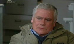 Lou Carpenter in Neighbours Episode 3898