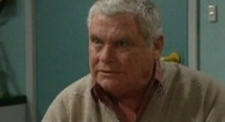 Lou Carpenter in Neighbours Episode 3910
