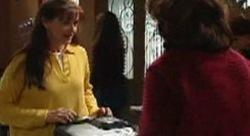 Susan Kennedy, Lyn Scully in Neighbours Episode 3911
