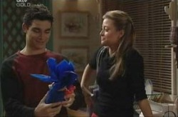Paul McClain, Felicity Scully in Neighbours Episode 3917