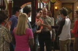 Lyn Scully, Michelle Scully, Joel Samuels, Paul McClain, Harold Bishop, Tad Reeves, Felicity Scully in Neighbours Episode 3917