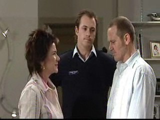 Lyn Scully, Stuart Parker, Max Hoyland in Neighbours Episode 4890