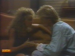 Charlene Mitchell, Scott Robinson in Neighbours Episode 0651